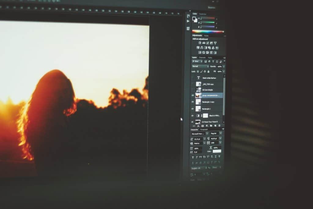 Photo logiciel Adobe Photoshop en utilisation sur un ordinateur